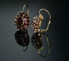 Gold earrings with garnet stones 18kt (750)- 2,5 ct oval garnet
