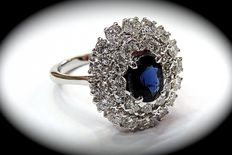 Gold ring with 1.02 ct sapphire and 1.47 ct diamonds