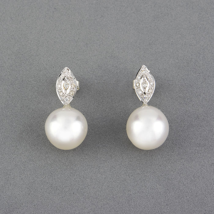 White gold, 18 kt - Earrings - Diamond, 0.25 ct  - Pearl, 10.60 mm