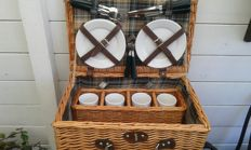 Picnic basket for classic car - complete