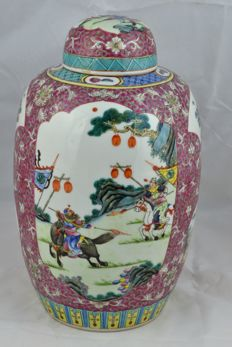 A Big Famille Rose Porcelain warriors Vase - China - first half 20th century