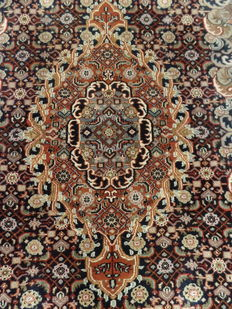 Hand-knotted Indo-Tabriz carpet of 178 x 250 cm