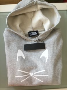 Karl Lagerfeld jumper with the typical Choupette cat