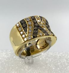 Yellow gold ring with brown and white diamonds totalling 1.06 ct