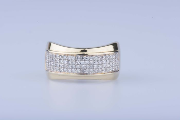 Yellow gold ring of 18 kt sets with 80 diamonds of approx. 0,80 kt in total - Ring size EU 57