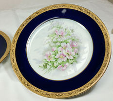 Pair of fine Limoges plates in Cobalt Blue and Pure Gold