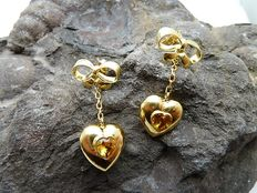 18 kt gold dangle earrings.