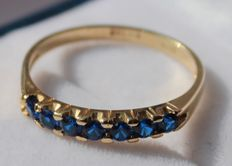 14 kt gold ring inlaid with sapphire – RIng size: