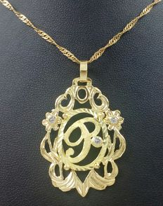 Letter P pendant with chain in 18 kt (750) yellow gold. Total weight: 7.4 g.