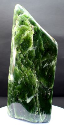Fine Nephrite Jade, polished free-form - 173 x 71 x 40mm - 943gm
