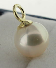 Gold pendant, 14 kt, with pearl, 8.5 mm.