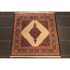 Royal hand-knotted Persian Moud Mut carpet 100cm x 100cm. Made in Iran circa 1990. Tappezto Tapis Rug Carpet.