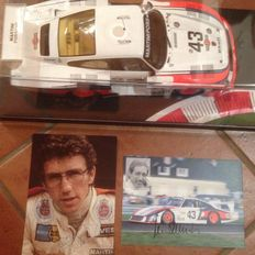 Spark - Scale 1/18 - Porsche 935 'Moby Dick' Martini #43 Le Mans 1978 & Original Autographs of the Race Car Drivers of that Time
