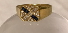Ring in 18 kt gold with sapphires and 0.60 ct of diamonds – Size 68