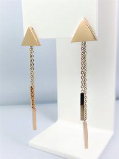 Triangle dangle earrings with chains, in 14 kt rose gold.