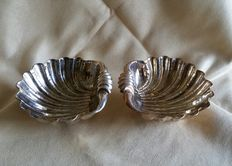 Pair of clam shell-shaped silver bowls - Italy - 20th century
