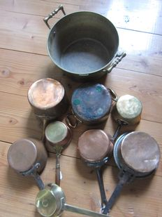 Collection of antique copper pans - including heavy jam kettle and marked pieces