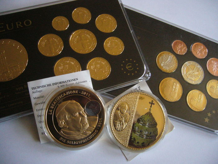 Europe (Andorra, Cyprus & Vatican) - Lot of 2 Prestige Specimen Set & 2 Gold plated Medals