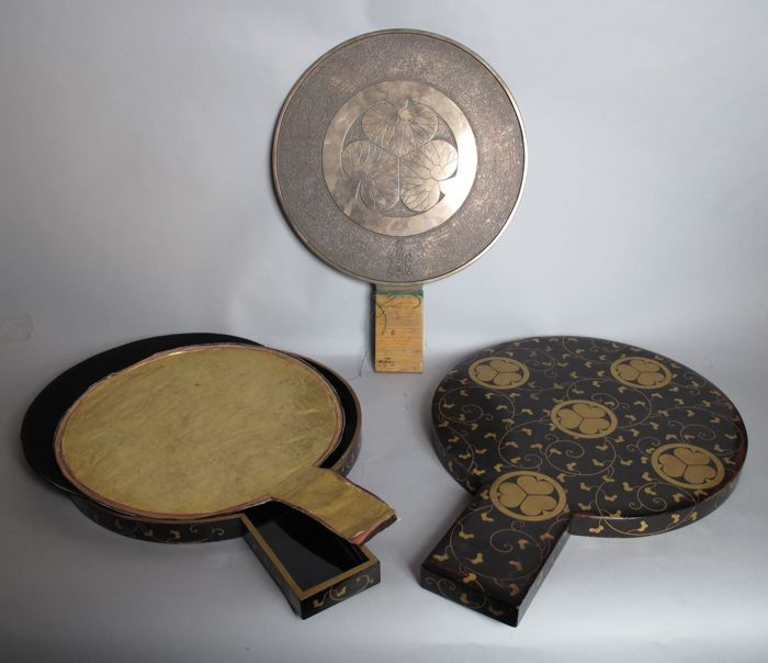 Very Unusual Large bronze mirror in original laquared box (57cm long 42,5cm) - Japan - 1868-1912