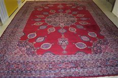 This is a beautiful persian rug, Kerman - 20th century, approx. 1950-1960. 410 x 300 cm