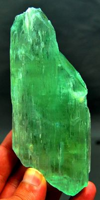 Large Green Kunzite Hiddenite Crystal with Etched Terminations -  120 x 52 x 22 mm - 255 gm