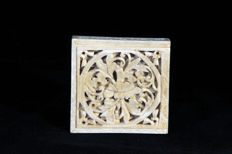 Ivory box with a tangram puzzle – China – late 19th century