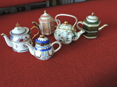 lot 5 Miniature jugs - England - all with gold leaf