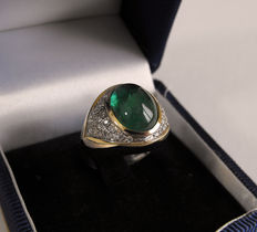 "Yellow gold ring (18 kt) with cabochon cut emerald and 46 natural diamonds – ring size 14 IT / 6.5 US / 54 FR /  ""O"" UK"