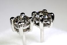 18 kt white gold ear studs with diamond, 0.60 ct in total.
