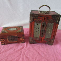 A wooden jewellery cabinet and jewellery box - China - 2nd half of the 20th century
