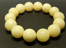 Baltic amber bracelet in opaque white colour, 21 grams