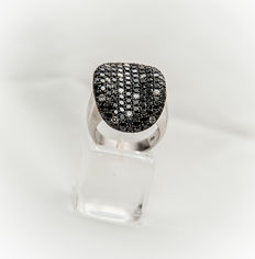White gold k18 ring with diamonds -  55 size