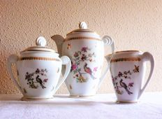 Lot of 3 delicate coffee pieces of porcelain from Limoges.