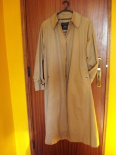 Burberry – Trench Coat