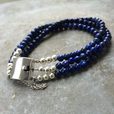 Bracelet of lapis lazuli with silver box clasp. Length: 18.5 cm including clasp.
