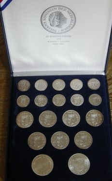 The Netherlands – 1, 2½ and 10 guilder coins 1954/1973 Juliana (19 pieces) in cassette + 10 Euro 2002 – silver