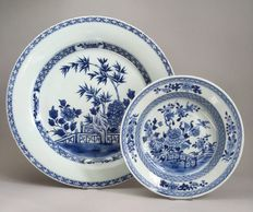 Two large, porcelain, Qianlong  dishes - China - 18th century.