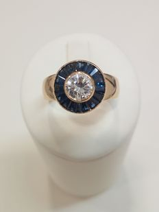 750 yellow gold ring with natural diamond (0.60 ct) and natural sapphires (approx. 0.40 ct) – Size: 14 mm