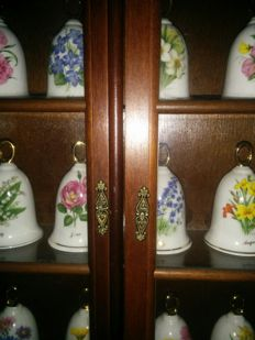 Collection of 12 bells in porcelain, bone china with exhibitor. From the second half of the 20th century.