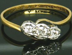 Diamond Trilogy - 18 K Yellow Gold Old Mine Cut, 3 Diamonds set in Platinum 0.40 CT VS1H. No Reserve price