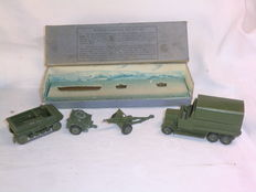 Dinky Toys - Scale 1/48 - 18-Pounder Quick Fire Field Gun Unit No.162, Six Wheeled Covered Wagon No.151b and Cooker Trailer No.151c