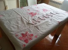Table linens, tablecloth. 1960s Hand-embroidered. For 12 services.  Finished in relief.