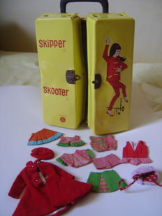Skipper-Skooter (Barbie): its suitcase and lot of clothes - United States