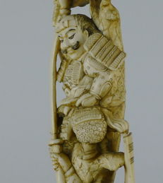 Magnificent Ivory Carving of Two Samurai's in Battle (25,5cm) - Japan - 19th Century