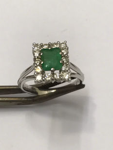 Pretty 18 kt ring in gold, emerald and Top Wesselton diamonds - 52 / 16.54 mm