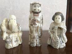 Lot of 3 signed polychrome Chinese bone sculptures – China – Second half of the 20th century
