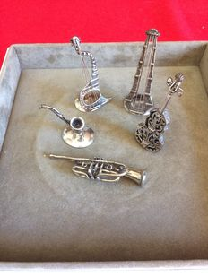 Miniature musical instruments 5 x 800 Silver marked