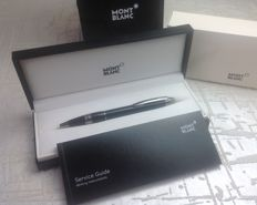 MONTBLANC Starwalker Midnight Black Resin Ballpoint pen - Mint condition! With box and booklet.