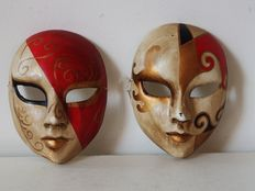 Set of 2 vintage Venetian masks - 2nd half of 20th century