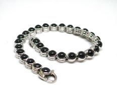 18 kt white gold bracelet set with sapphire cabochons - 23 cm
